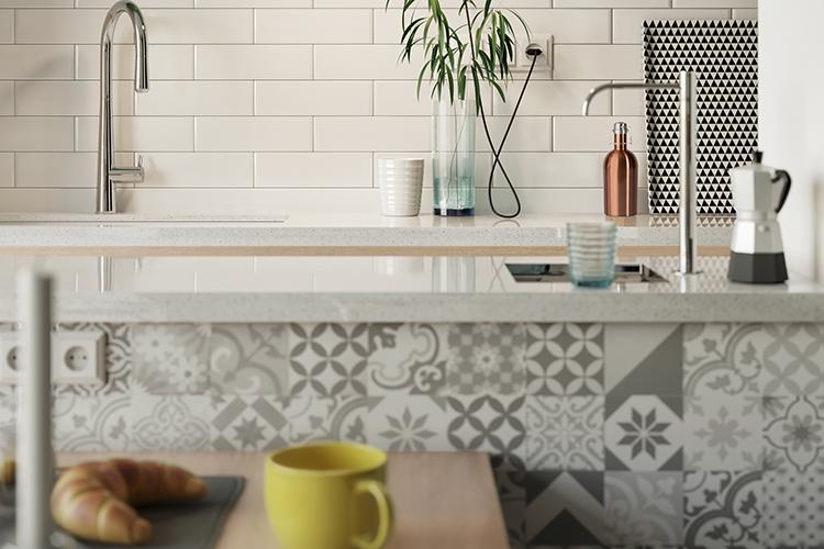 Br24 Blog Retusche von CGI vs. Fotografie: CGI, Teilansicht moderner Küche, Blick auf Spüle, Vordergrund unscharf, Hintergrund scharf, Schärfentiefe gut erkennbar