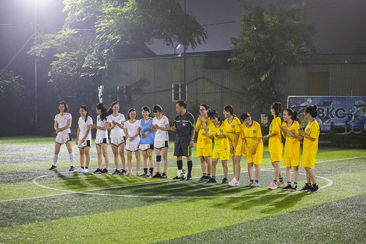 Br24 Blog Br24 Fußballturnier 2019: Gruppenbild der beiden Damenmannschaften