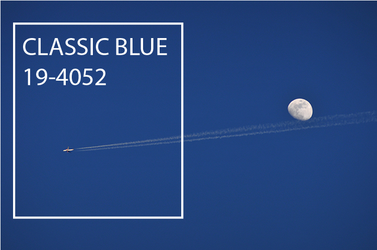 Br24 Blog Pantone Colour of the Year 2020: Clear sky in the Pantone colour of the year Classic Blue, the moon and a plane flying by