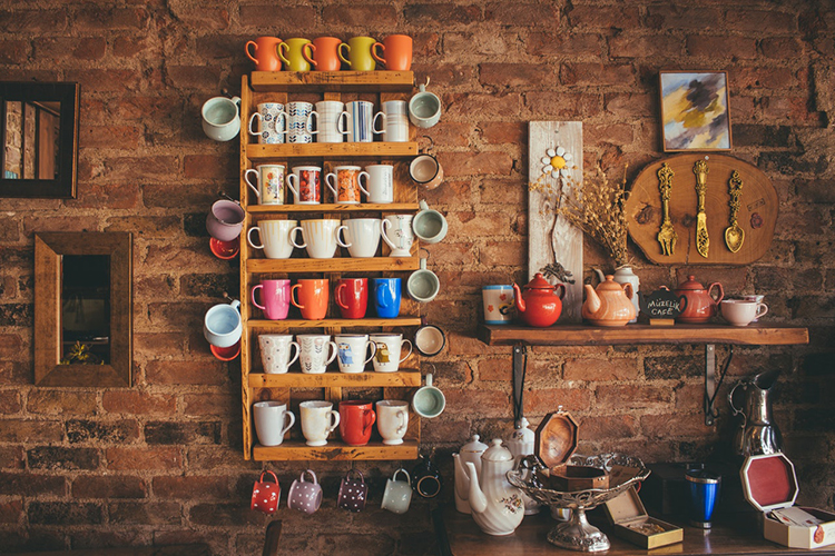 Br24 Blog 7 photography editing styles - Retro Style: Shelve with colourful cups and teapots on a rustic wall, vintage/retro look photo