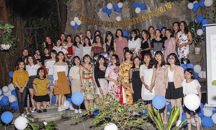 Br24 Blog Vietnamese Women's Day 2019: Group photo of the Br24 power women at our party