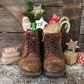 Br24 Home dark-brown Boots filled with presents