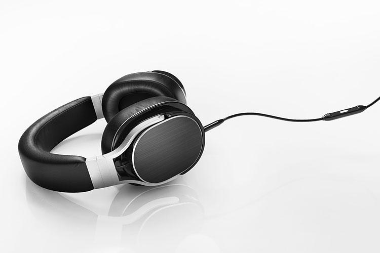 CGI: 3D Modell eines Kopfhörers nach Färben und Texturierung