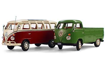 Br24 Onlineshops: Zwei Spielzeugautomodelle mit natürlichem Schatten als Beispiel für Schatteneffekte in Produktbildern