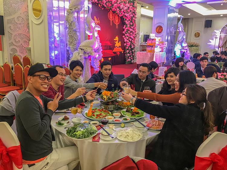 Br24 Mitarbeiter feiern gemeinsam das vietnamesische Neujahr/Tet