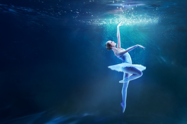 Br24 Blog Image editing techniques - Manipulation: Composition of underwater photos and image of a ballerina