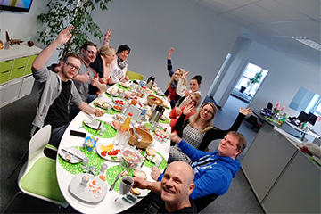 Br24 Germany: Team having fun together at breakfast in the office