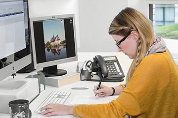 Br24 German quality, woman from quality control at workplace, ensures highest quality / Br24 deutsche Qualität, Frau aus der Qualitätskontrolle am Arbeitsplatz, sichert höchste Qualität