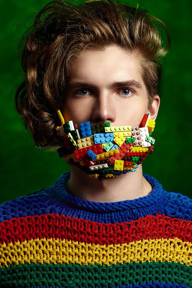 Br24 Fotografie & Werbung: Retusche: Portrait von einem kaukasischen Mann mit einem Bart aus Lego