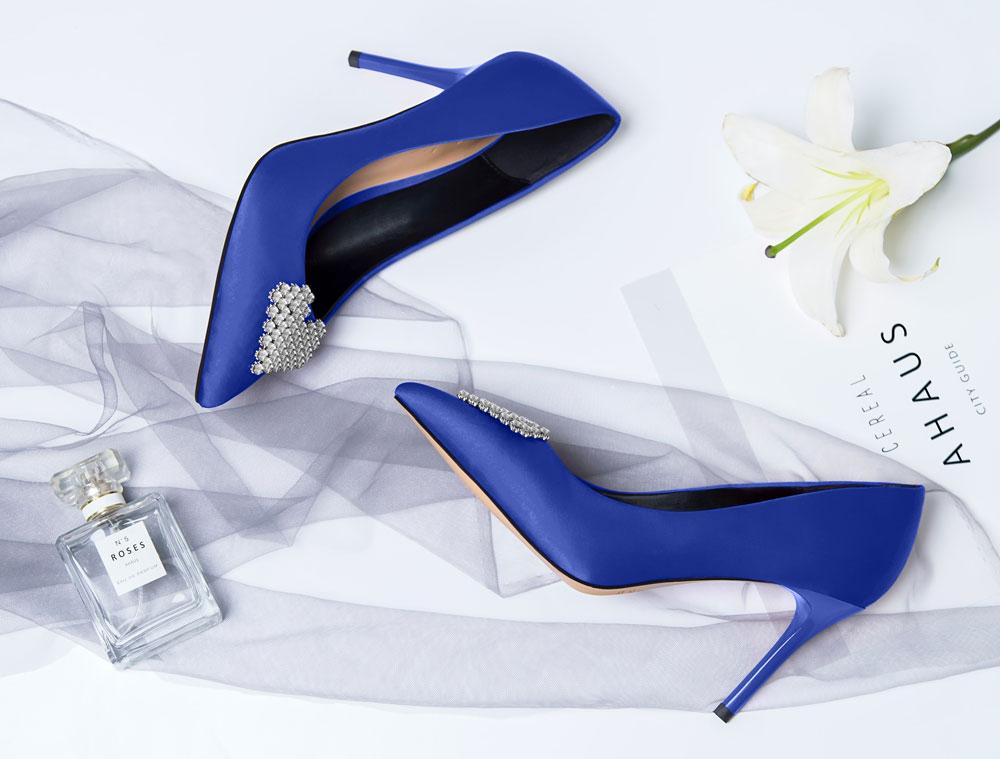 Br24 E-Commerce, Umfärber: blaue High Heels mit Strass