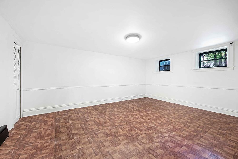 Br24 Immobilien Staging: leeres Schlafzimmer vor CGI Staging