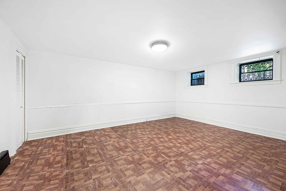 Br24 Real Estate Staging: empty bedroom before CGI staging