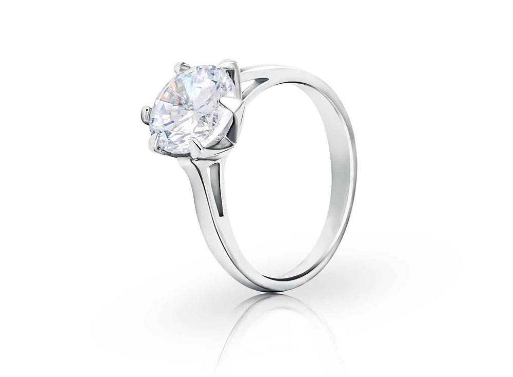 Br24 Retusche: E-Commerce, Schmuck, Diamantring in glänzender Silberfassung nach Retusche