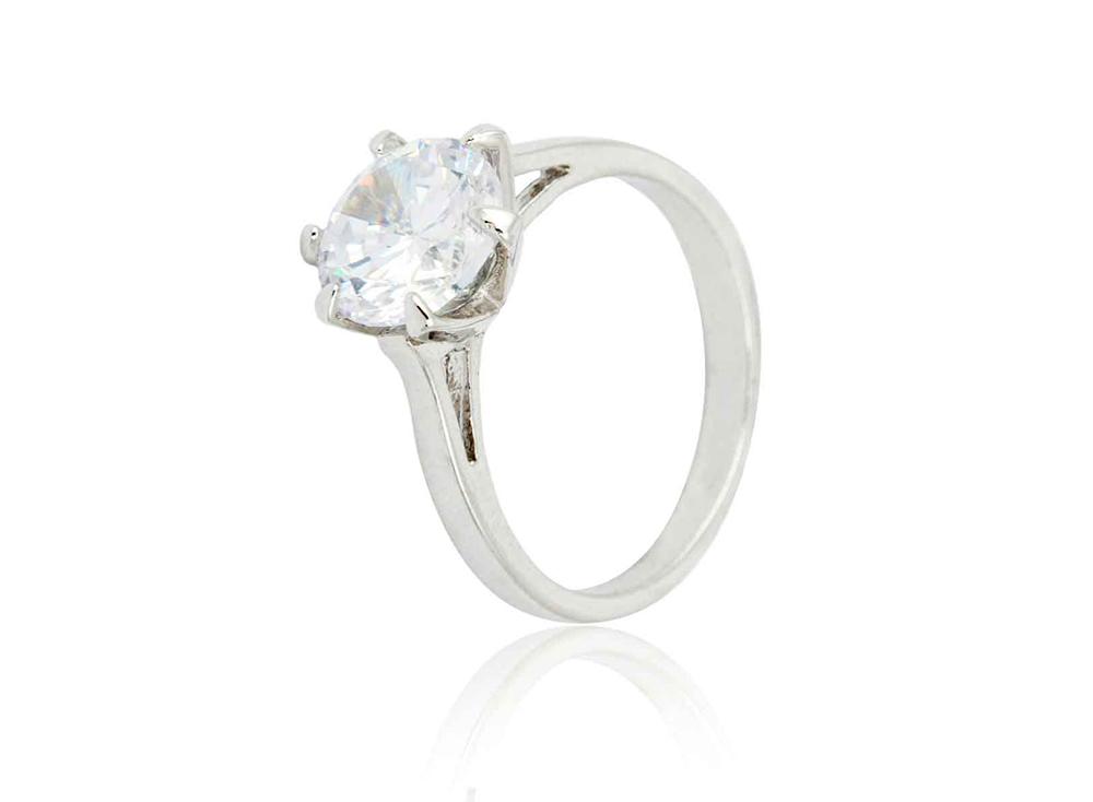 Br24 Retusche: E-Commerce, Schmuck, Diamantring in Silberfassung mit Kratzern und Schmutz bevor Retusche