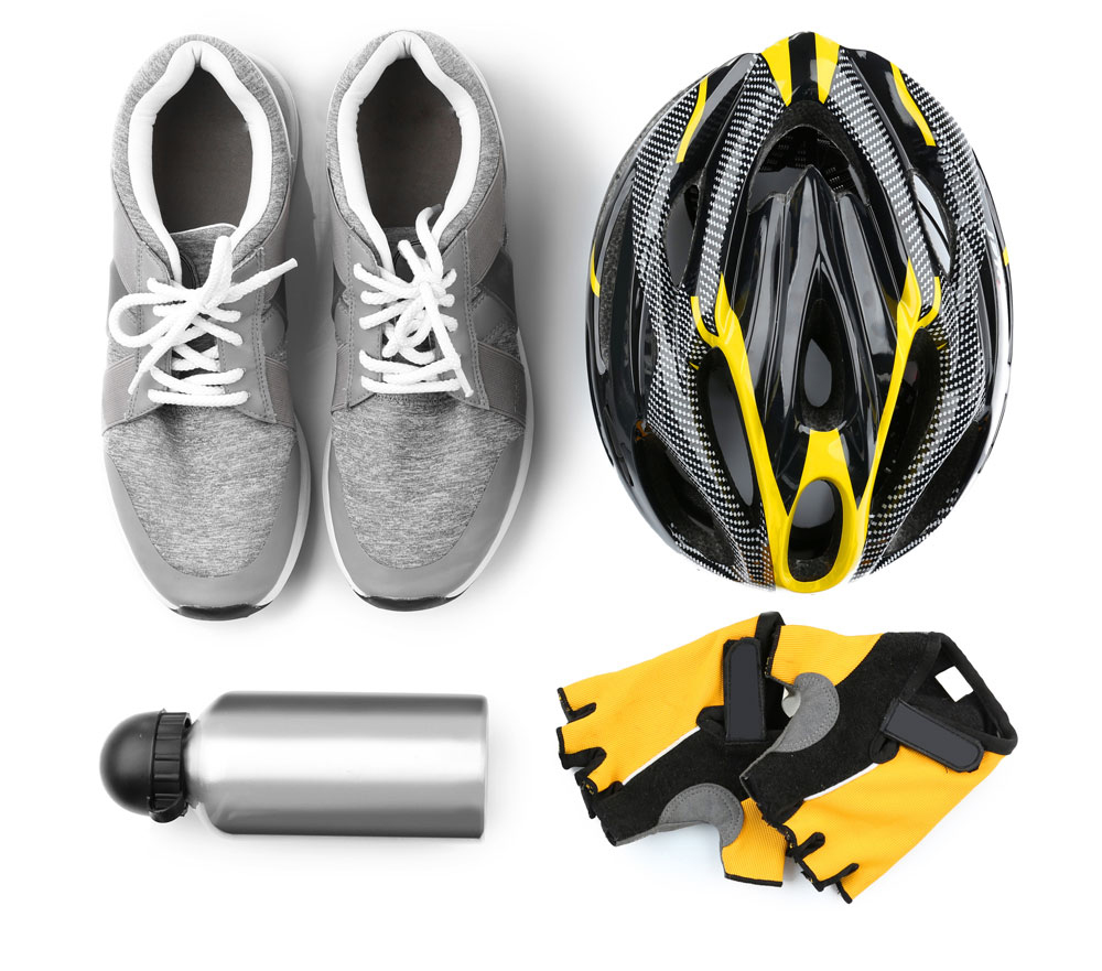 Br24 Farbkorrektur: E-Commerce, Fahrradequipment mit Sportschuhen, Helm, Wasserflasche, Handschuhen bevor Farbkorrektur