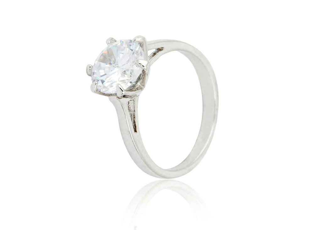 Br24 Retouching: E-commerce, jewellery, diamond ring in silver ring socket with scratches and dirt before retouching