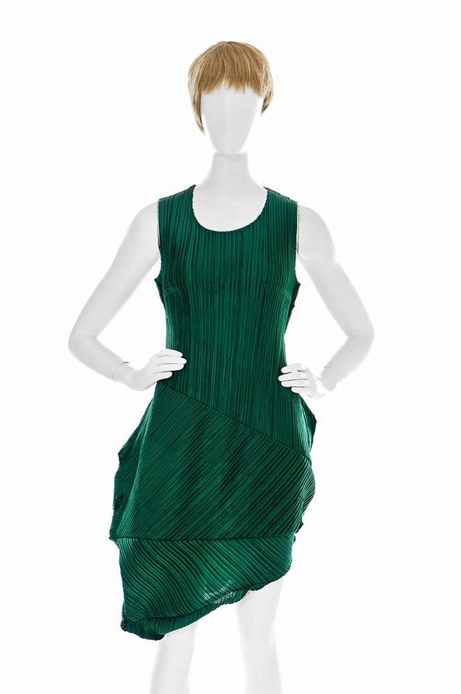 Freitsteller: E-commerce, Webshop, Kleid mit Mannequin bevor Freisteller