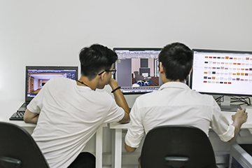 Br24 Production Team discussing CGI work to ensure highest quality / Br24 Produktionsteam diskutiert CGI Arbeiten um höchste Qualität zu gewährleisten